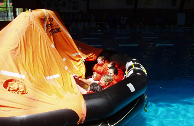 stcw95-marine-rescue-raft-training-course.jpg