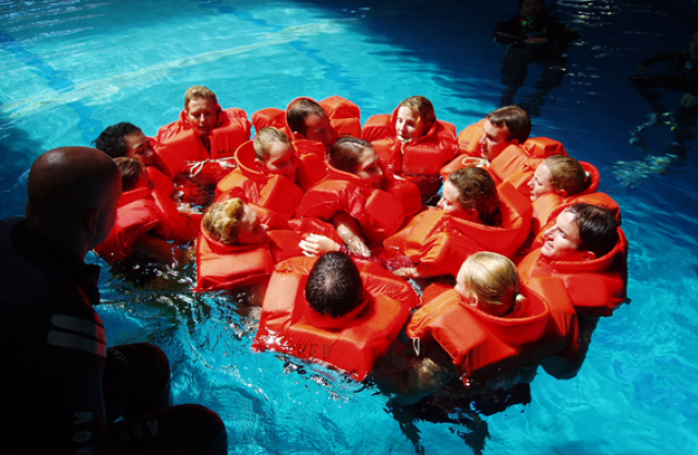 stcw95-marine-rescue-raft-training-course4.jpg